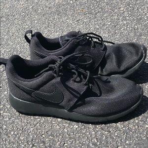 6y nike sneakers